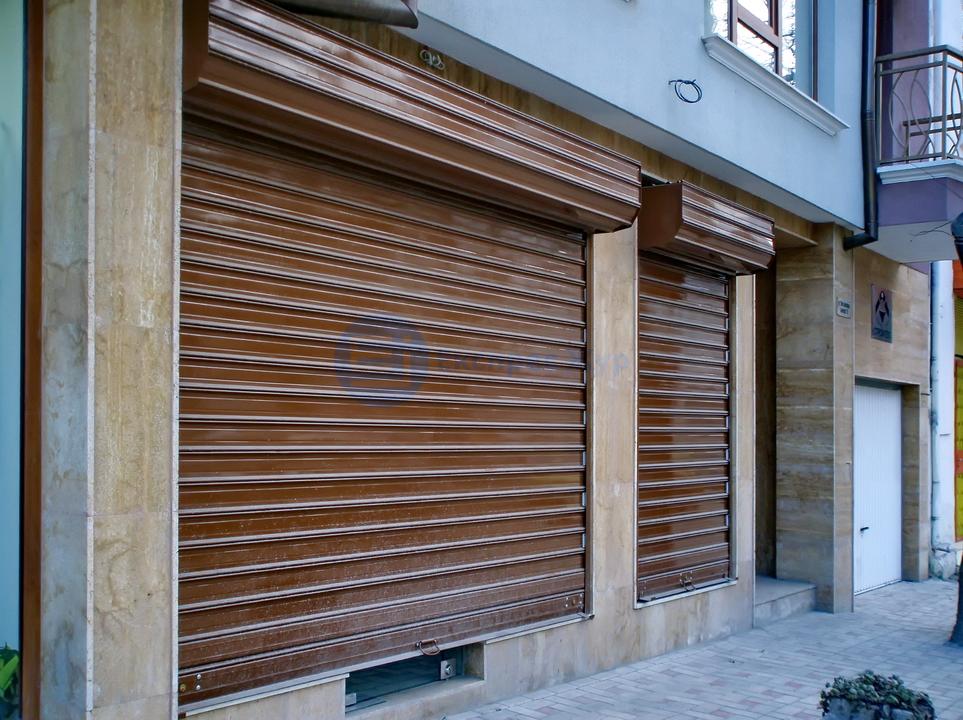Ролетна врата поставена от Експрес Жур ЕООД в гр. Варна